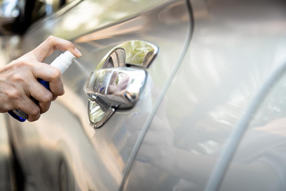 spray pada permukaan kereta yang sering disentuh | tip pembersihan
