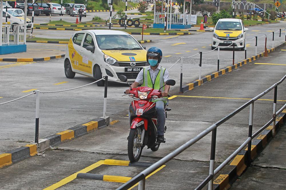 harga lesen kereta dan lesen motor malaysia terkini