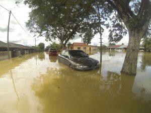 kereta banjir