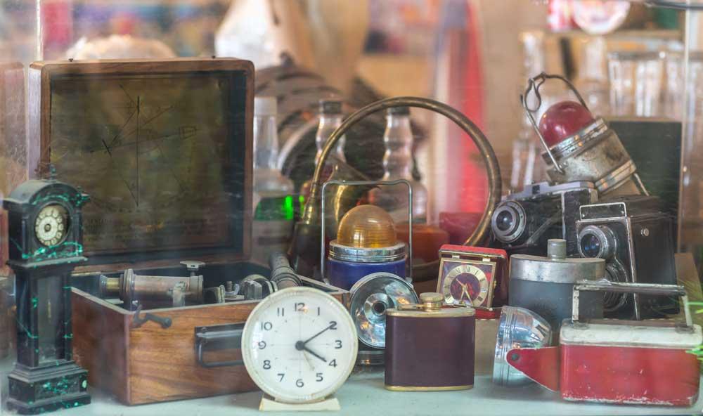 cara dapatkan duit dengan cepat: jual koleksi barangan antik